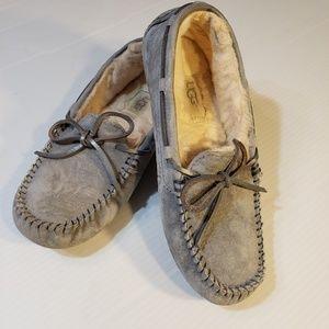 UGG Dakota Gray Suede  Leather Slippers size 6
